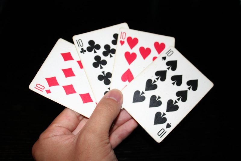 13 kiat permainan rummy kartu yang dapat meningkatkan keterampilan kognitif Anda untuk mengesankan atasan Anda -